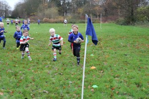 Oliver steaming in for a try.
